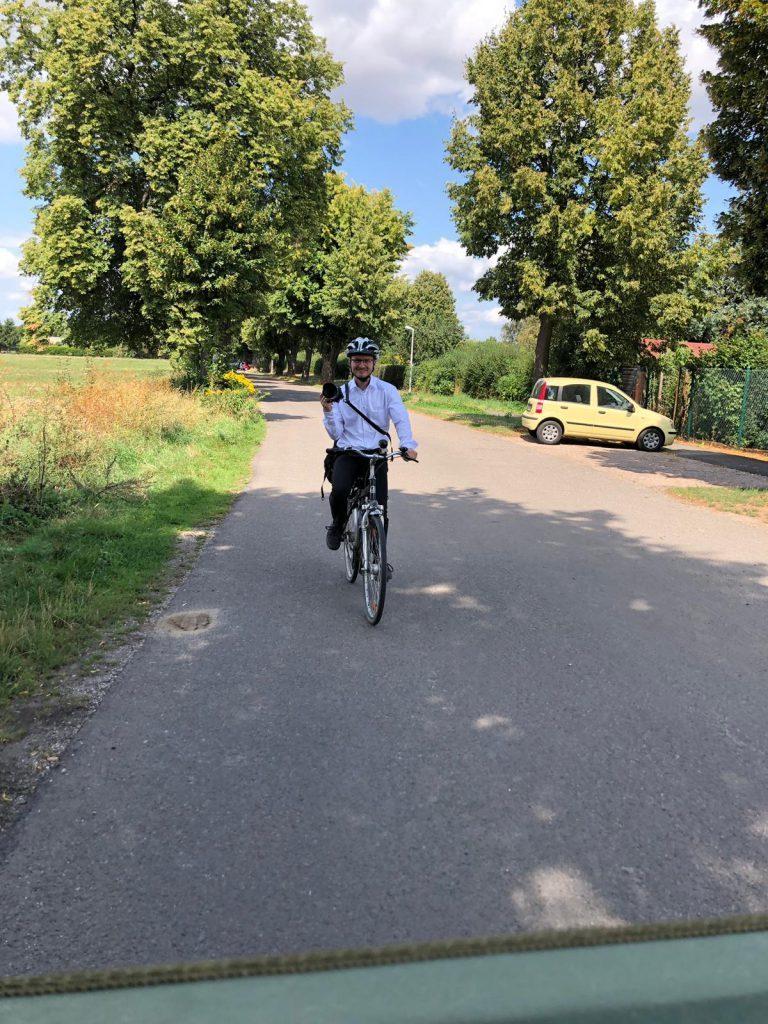 Fotograf leipzig Alexander Sens Hochzeitsfotograf Leipzig fährt Fahrrad